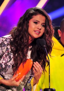 Actress Selena Gomez accepts the award for Favorite Female Singer onstage during Nickelodeon's 27th Annual Kids' Choice Awards held at USC Galen Center on March 29 in Los Angeles. Photo: Frazer Harrison/KCA2014/Getty Images)